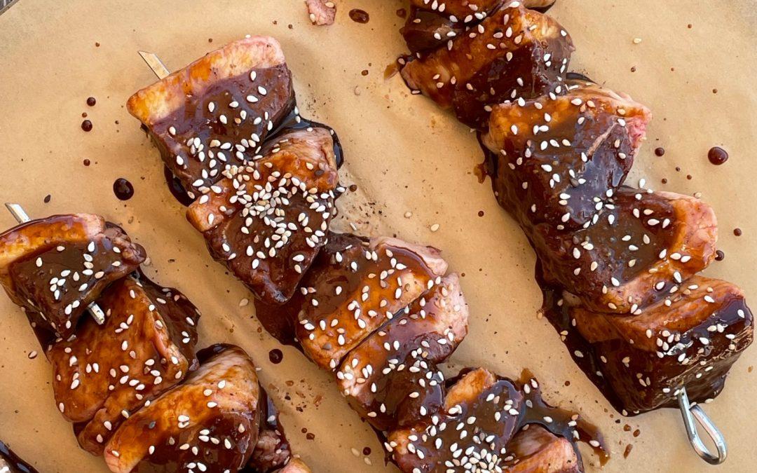 Brochettes de magrets de canard rôtis à l'aigre douce